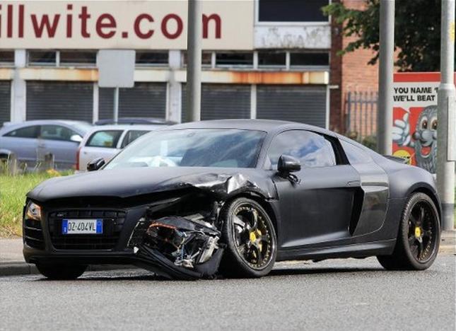 Audi R8 binnen één dag de prak in gereden!