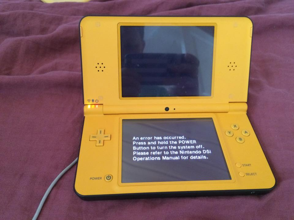 r4i white screen on the ds and an error occurred on dsi gbatemp rh gbatemp net Nintendo DSi Operations Manual UK an error has occurred please refer to the nintendo dsi operations manual for details
