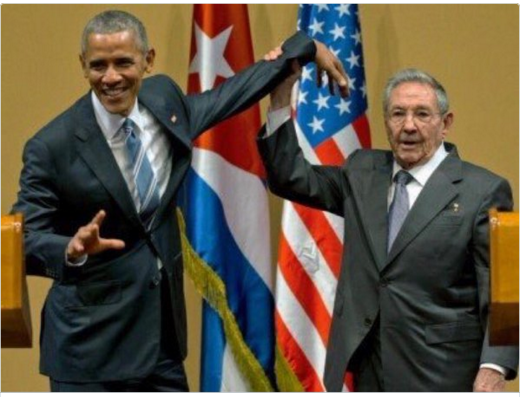 Raúl Castro rechaza el abrazo de Barack Obama [VIDEO]