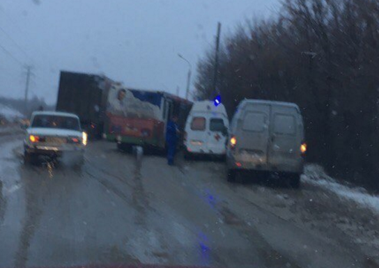 Мужчина умер под колесами автобуса вНижегородской области