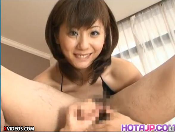 麻美ゆま:淫乱すぎる美人OLのお姉さんが上司をちんぐりがえしで手コキ責め!