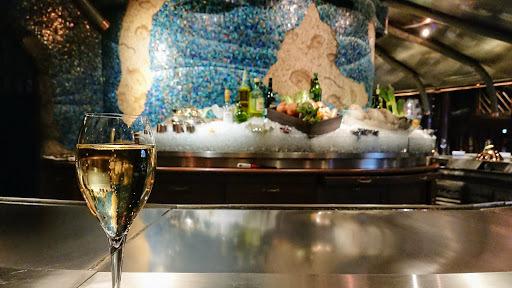 [写真]シャンパーニュで乾杯