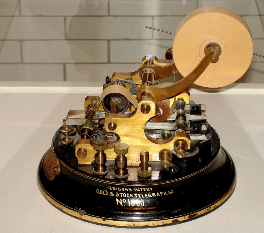 シンギュラリティ・イノベーションの歴史 一つの革新的なメディアが30年経過すると、次の革新が始まる。 14