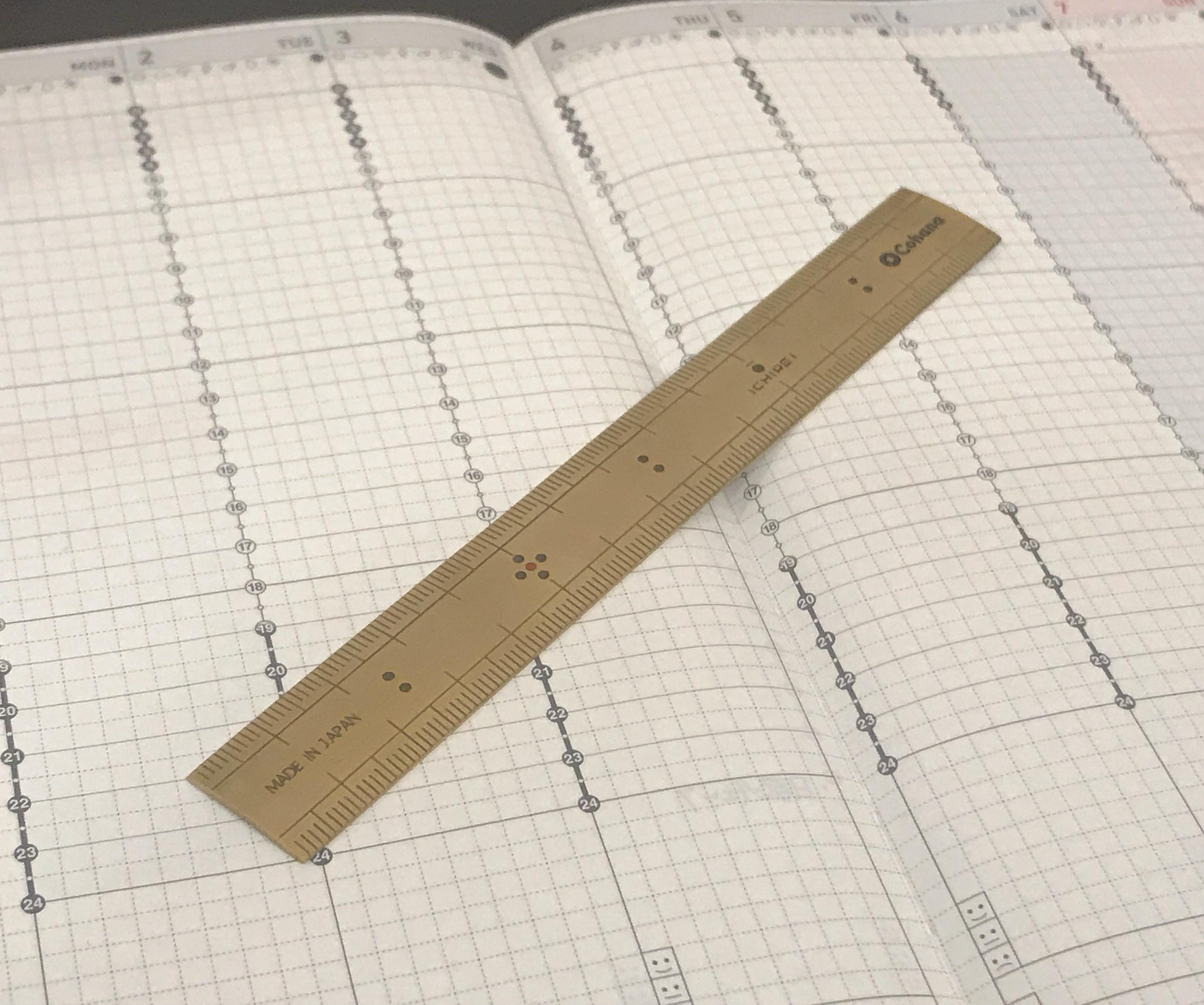 手帳と真鍮の竹尺