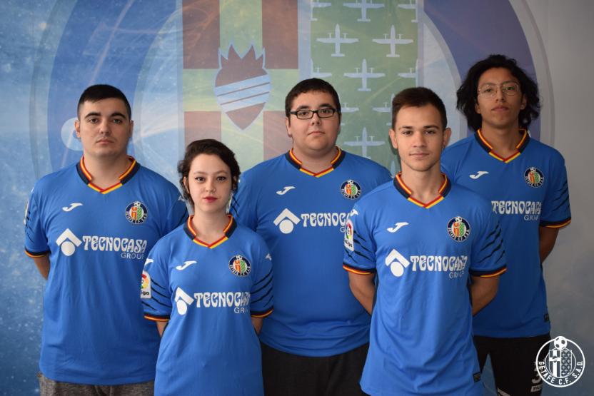 De izquierda a derecha: Phenoz, Ainhoa, Carloskista, Nachitow y MíSTeR.uBe. Dani_Ana llega como el cuarto jugador de la plantilla del Getafe C.F. eSports.
