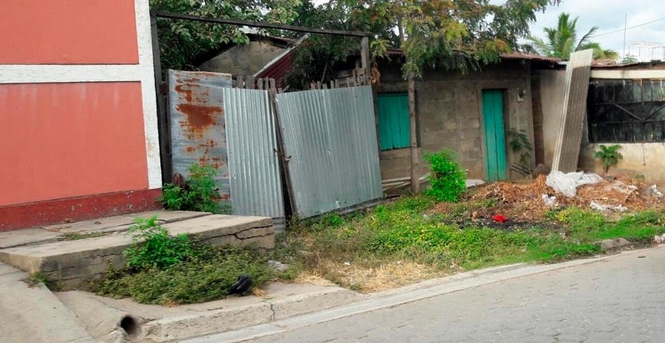 Reportan afectaciones por solar abandonado