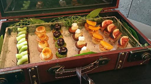 [写真]トランクに入った選べるミニケーキ