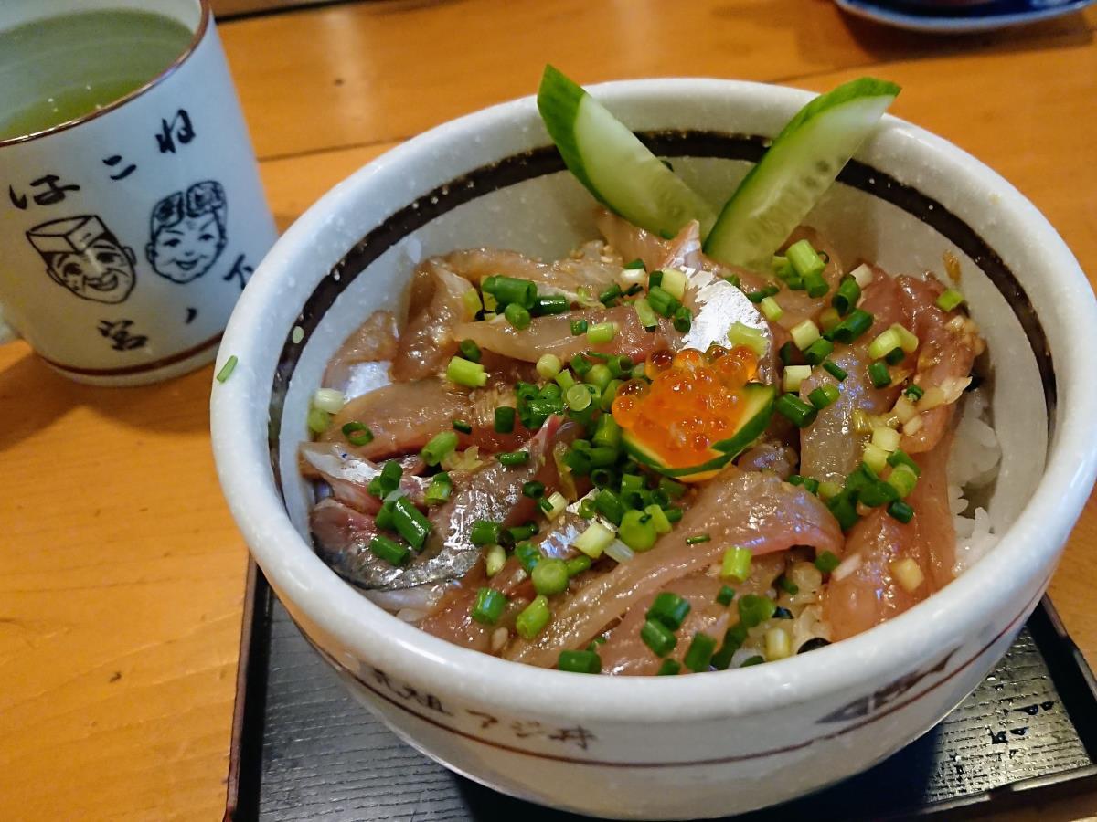 [写真]鮨みやふじの「元祖アジ丼」