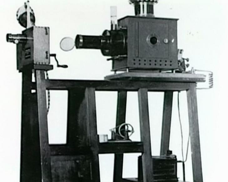 シンギュラリティ・イノベーションの歴史 一つの革新的なメディアが30年経過すると、次の革新が始まる。 21