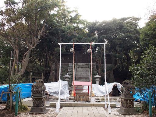 [写真]改修中の児玉神社本殿