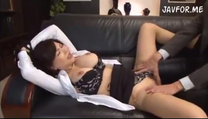沖田杏梨:ふんわり巨乳OLに目隠しして悶絶イラマチオ責め!