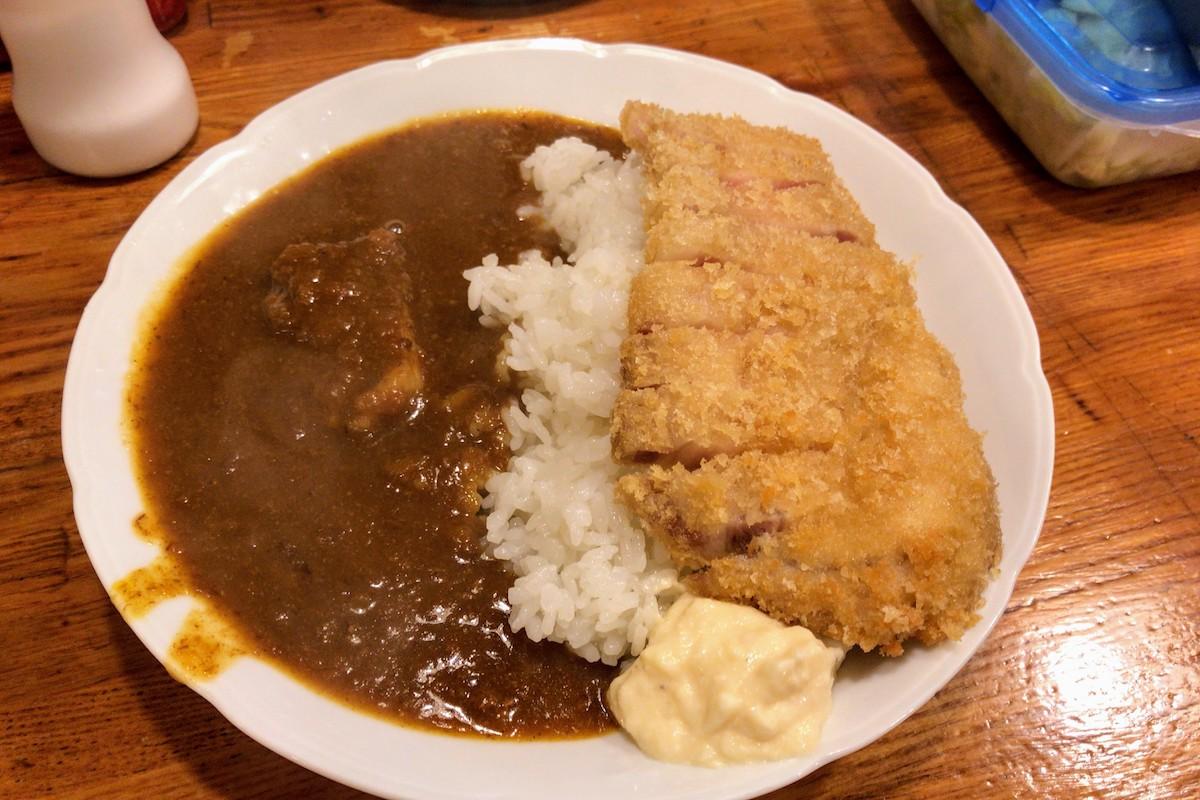 川崎・南町「しまや」 豚バラ煮込みカレーと国産極上ロースカツ