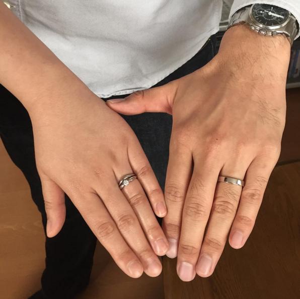 c4c56a3b8d92 ダイヤモンドが5石贅沢にあしらわれたデザインは一つでもしっかり輝くボリューム♡ 結婚指輪として選んでも華やかなシーンでも活躍してくれます♪
